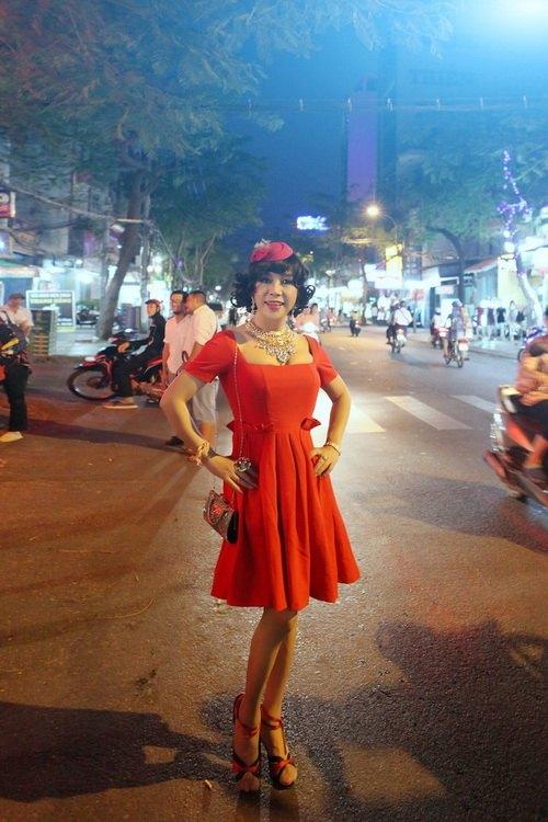 Nam ca sĩ thích mặc váy nhất Việt Nam - Ảnh 1