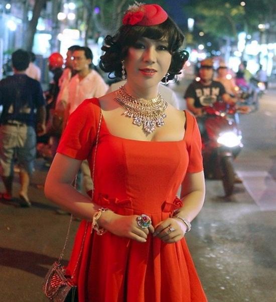 Nam ca sĩ thích mặc váy nhất Việt Nam - Ảnh 2
