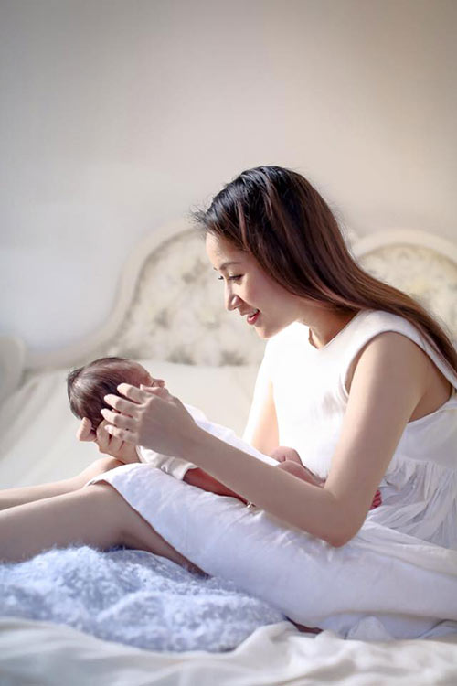 Khánh Thi khoe ảnh con trai siêu dễ thương - Ảnh 6