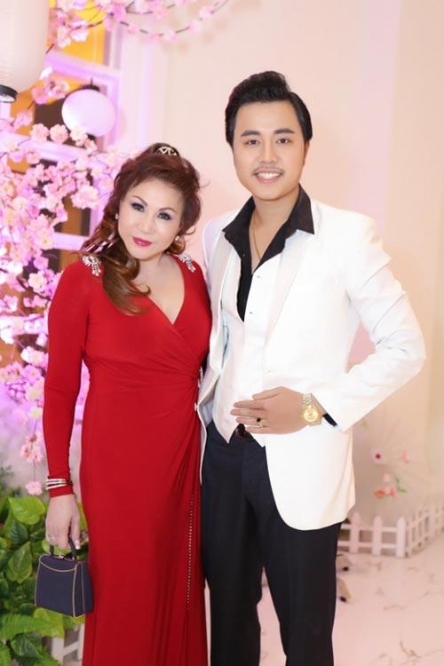 Hai cặp 'phi công trẻ - máy bay bà già' chênh lệch tuổi tác nhất showbiz Việt - Ảnh 7