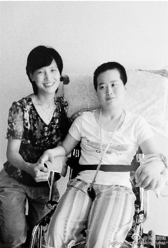 Cảm động bà mẹ 5 năm liền chăm sóc vợ chưa cưới của con trai - Ảnh 1