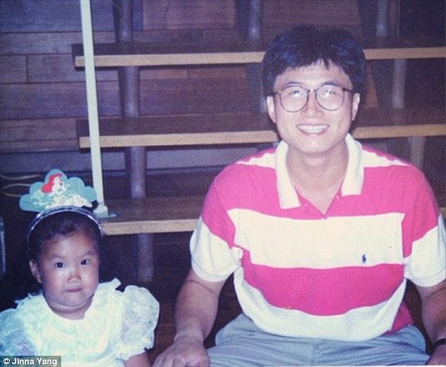 Chuyện cô gái mang hình nộm cha đi khắp thế giới gây xúc động - Ảnh 3