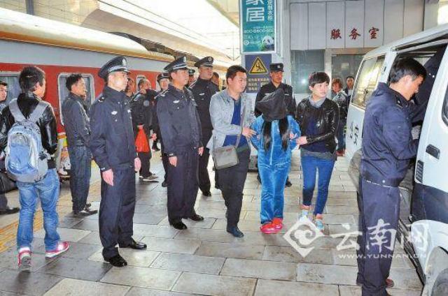 Bắt giữ 18 kẻ buôn người, giải cứu 12 phụ nữ Việt - Ảnh 1