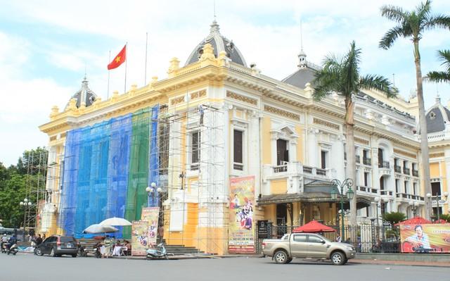 Nhà hát lớn Hà Nội được trả lại màu sơn cũ - Ảnh 1