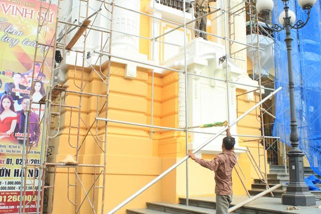 Nhà hát lớn Hà Nội được trả lại màu sơn cũ - Ảnh 2
