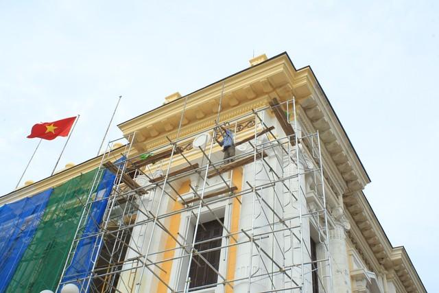 Nhà hát lớn Hà Nội được trả lại màu sơn cũ - Ảnh 3