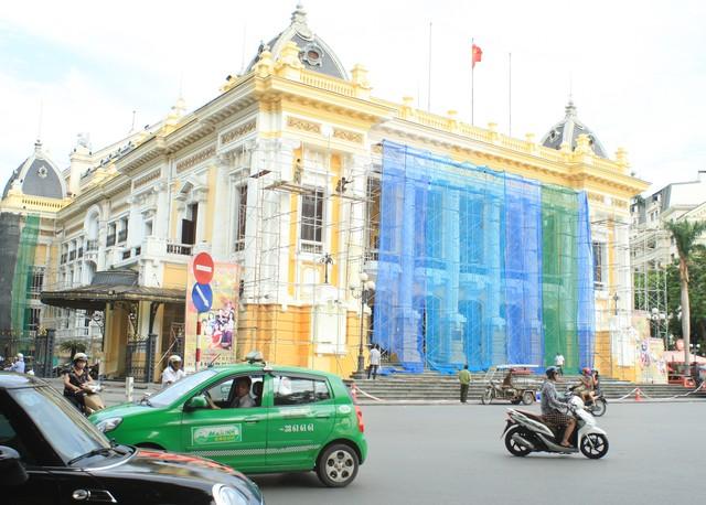 Nhà hát lớn Hà Nội được trả lại màu sơn cũ - Ảnh 4