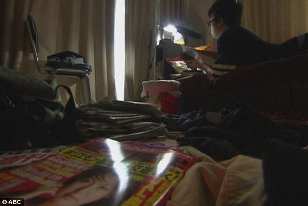 1 triệu đàn ông Nhật Bản đang chạy trốn xã hội trong phòng ngủ - Ảnh 2