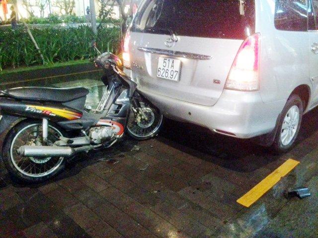 Tai nạn hy hữu lần đầu tiên xảy ra trên phố đi bộ Nguyễn Huệ - Ảnh 1