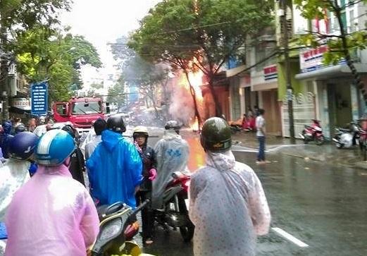 Nhà 3 tầng cháy dữ dội tại Đà Nẵng - Ảnh 1