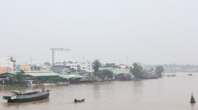 """""""Mù khô"""" do ô nhiễm xuất hiện dày đặc tại các tỉnh Đông Nam Bộ - Ảnh 2"""