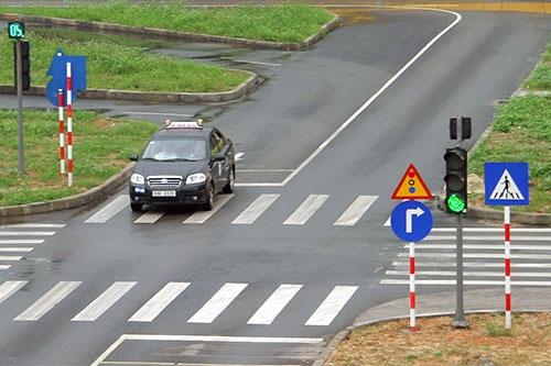 Giấy phép lái xe số tự động sẽ bắt đầu cấp từ 1/1/2016 - Ảnh 1