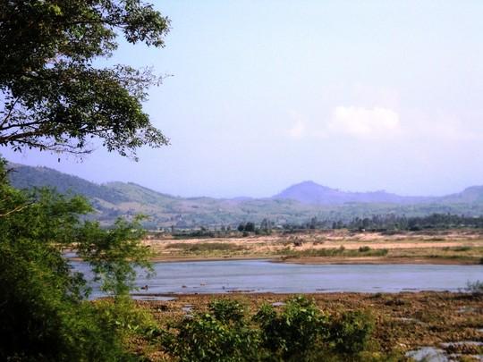 Qua sông khi nước lớn, 4 học sinh Phú Yên bị cuốn trôi - Ảnh 1