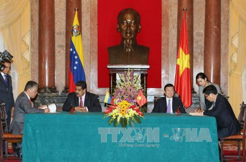 Chủ tịch nước Trương Tấn Sang hội đàm với Tổng thống Venezuela - Ảnh 2