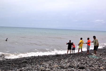 Mảnh kim loại mới được tìm thấy trên đảo Reunion không liên quan đến MH370 - Ảnh 2