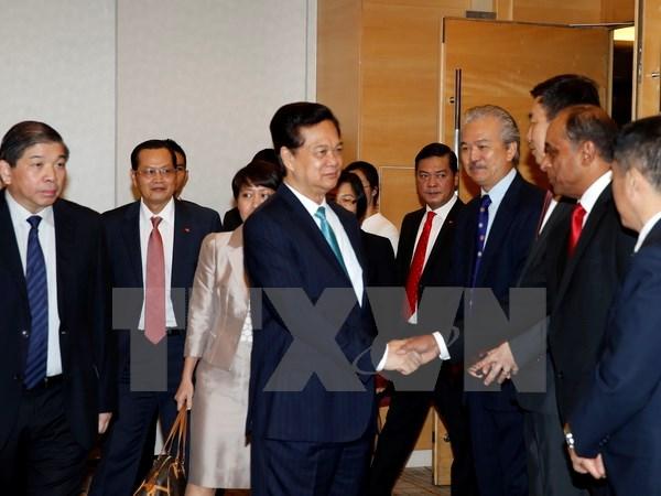 Thủ tướng Nguyễn Tấn Dũng dự tọa đàm với các doanh nghiệp Singapore - Ảnh 1