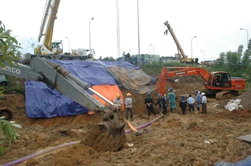 Hiện trường vụ vỡ đường ống nước sông Đà - Ảnh 1