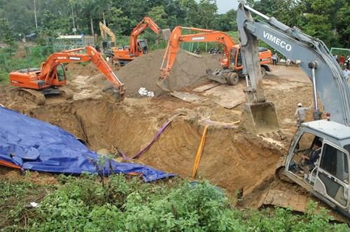 Hiện trường vụ vỡ đường ống nước sông Đà - Ảnh 5