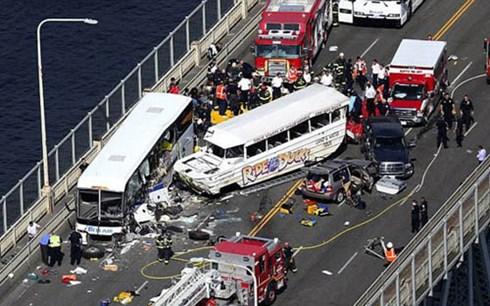 Tai nạn xe bus kinh hoàng ở Mỹ: 4 sinh viên Việt Nam bị thương  - Ảnh 1