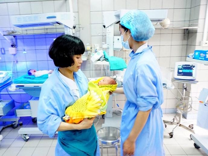 Bộ Y tế tiếp tục đề xuất hỗ trợ tiền cho những gia đình sinh toàn con gái - Ảnh 1