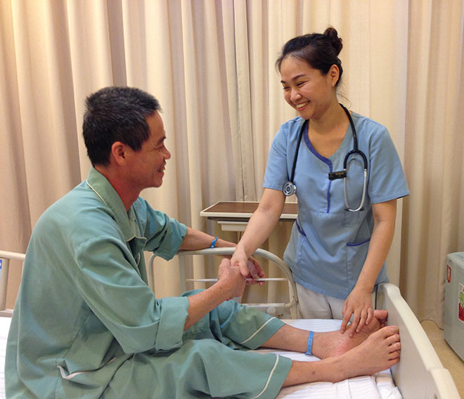 Đã có 18 bệnh viện ký cam kết đổi mới phong cách phục vụ - Ảnh 1