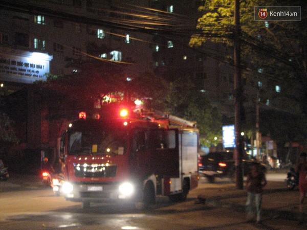 Cháy trạm điện trong tòa nhà chung cư, hàng nghìn người hoảng loạn - Ảnh 1