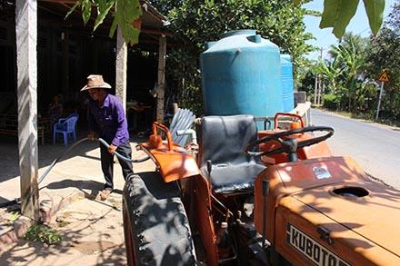 Hạn, mặn tại ĐBSCL: 150.000đ mới mua được 1m3 nước sạch - Ảnh 1