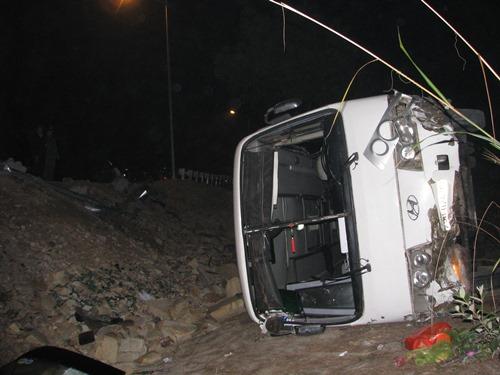 Nguyên nhân ban đầu vụ xe khách chở 34 người đi lễ chùa lao xuống vực - Ảnh 1