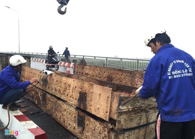 Giao thông tê liệt quanh cây cầu bị tàu hàng 3000 tấn đâm nát dầm - Ảnh 7
