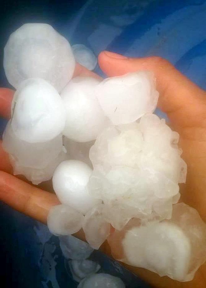 Lại xuất hiện mưa đá to bằng quả trứng trút xuống Nghệ An - Ảnh 2
