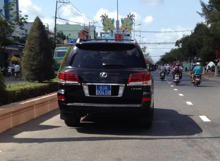 Xe Lexus tư nhân gắn biển số xanh để thuận tiện đi công tác - Ảnh 2