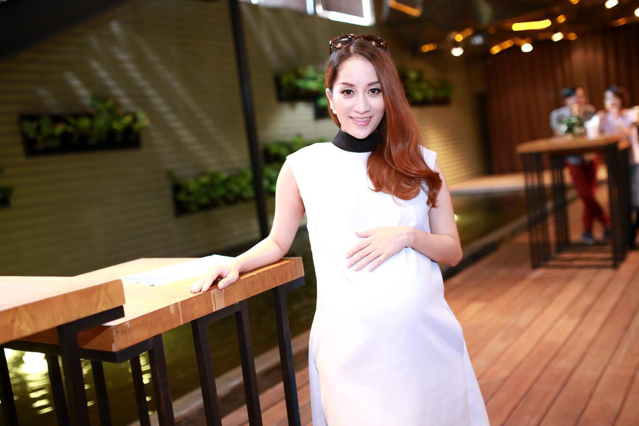 Con gái Đoan Trang mũm mĩm đáng yêu khi xuất hiện cùng mẹ - Ảnh 6