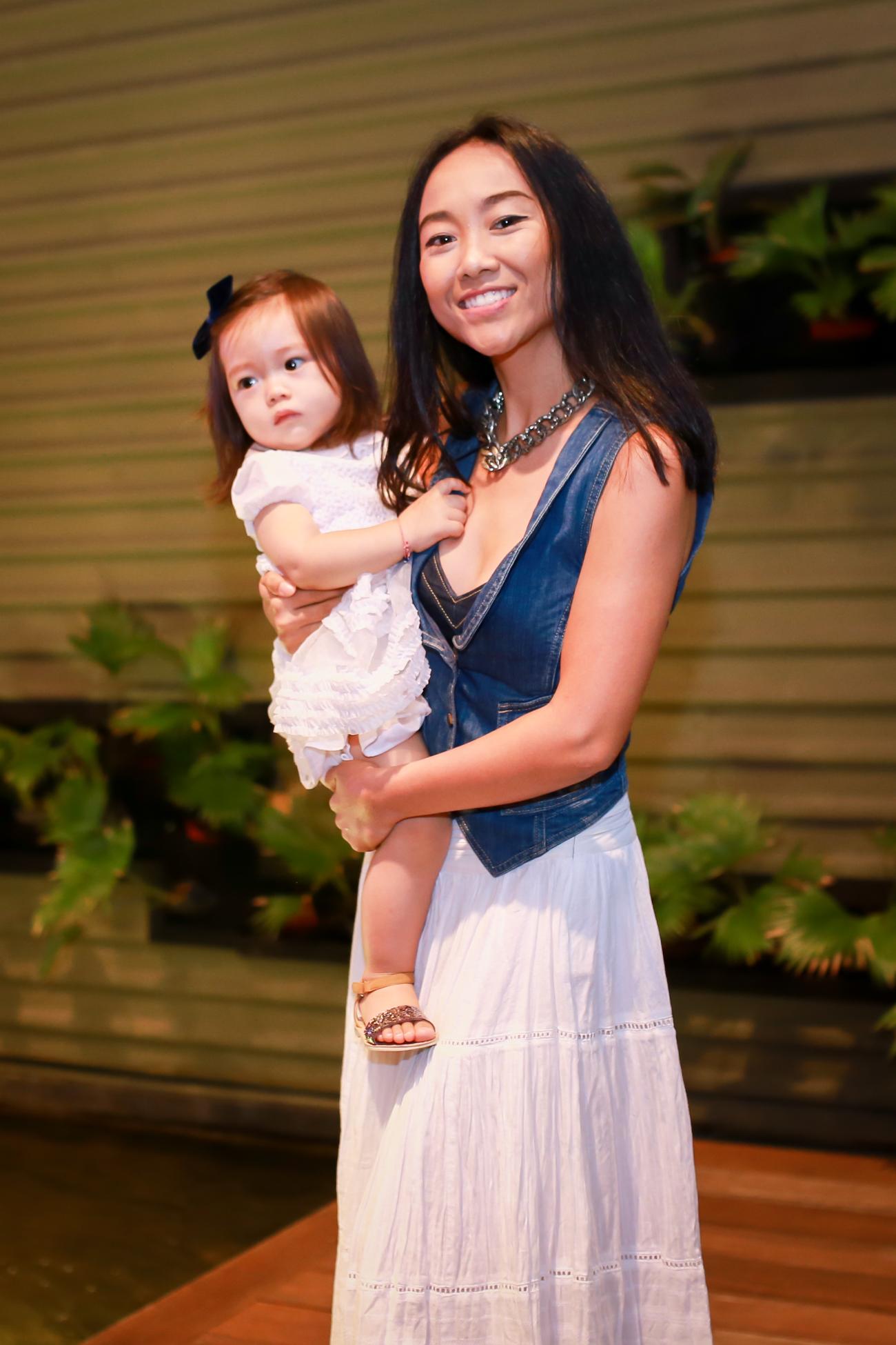 Con gái Đoan Trang mũm mĩm đáng yêu khi xuất hiện cùng mẹ - Ảnh 1