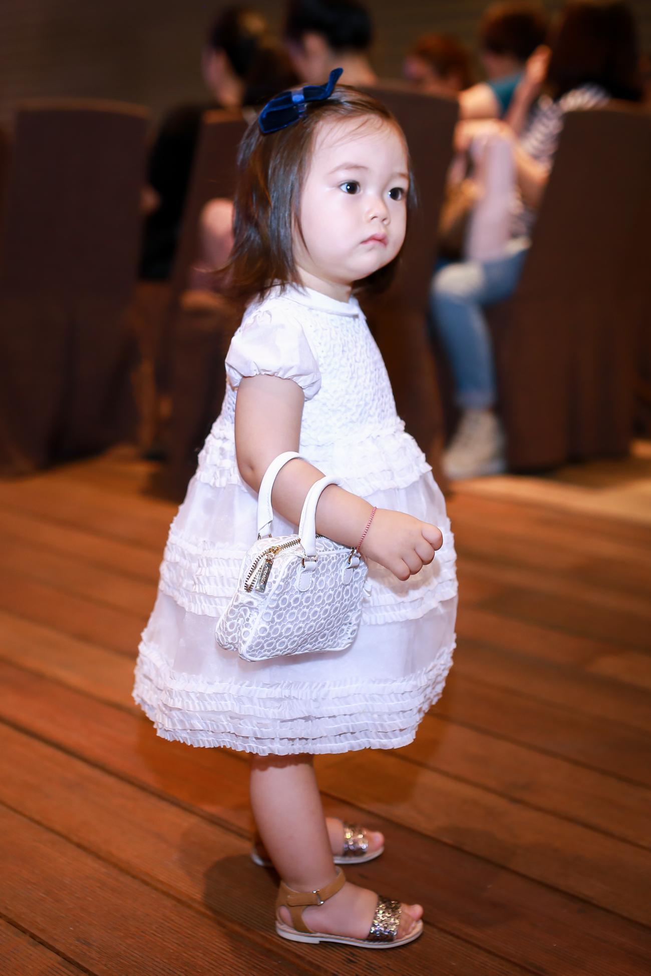 Con gái Đoan Trang mũm mĩm đáng yêu khi xuất hiện cùng mẹ - Ảnh 2