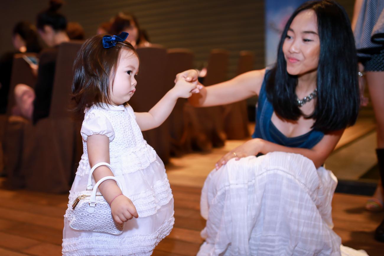 Con gái Đoan Trang mũm mĩm đáng yêu khi xuất hiện cùng mẹ - Ảnh 3