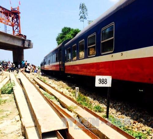 Đã khắc phục hậu quả vụ tàu SE4 trật đường ray ở Quảng Ngãi - Ảnh 1