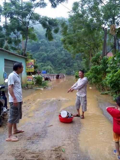 Thanh Hóa: Mưa lớn, huyện miền núi phía Tây Bắc bị chia cắt do ngập lụt - Ảnh 1
