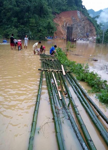 Thanh Hóa: Mưa lớn, huyện miền núi phía Tây Bắc bị chia cắt do ngập lụt - Ảnh 2