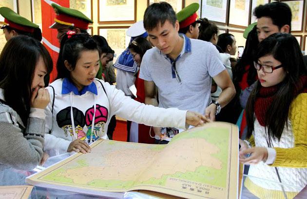 Lâm Đồng: Triển lãm bản đồ và tư liệu về Hoàng Sa, Trường Sa - Ảnh 4