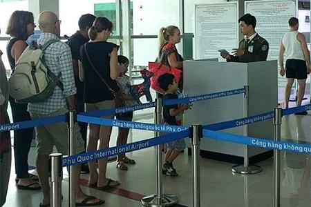 Nữ hành khách bị phạt 7,5 triệu đồng do dùng vé máy bay của người khác - Ảnh 1