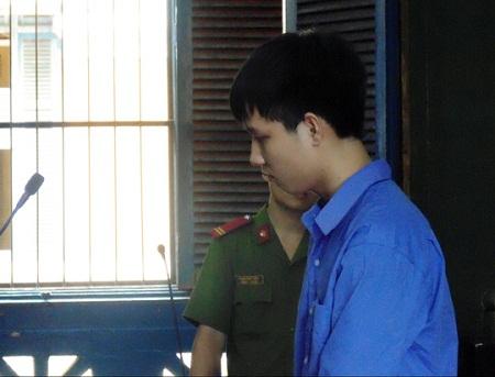 18 năm tù cho kẻ siết cổ, cưỡng hiếp nữ sinh trong phòng tắm - Ảnh 1