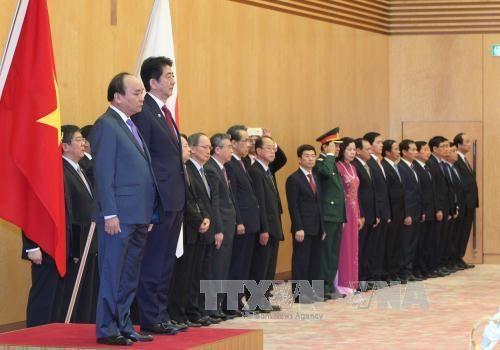 Thủ tướng Nguyễn Xuân Phúc hội đàm với Thủ tướng Shinzo Abe - Ảnh 1
