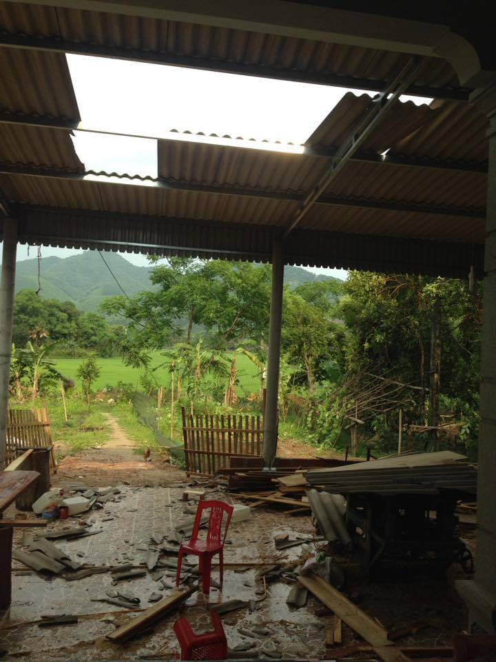 Gió lốc kèm mưa đá đổ bộ Hà Tĩnh, Nghệ An trên diện rộng - Ảnh 4