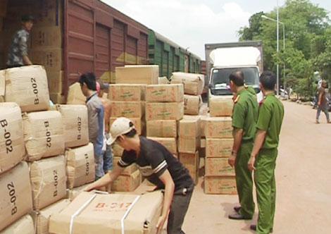 Tạm đình chỉ 6 nhân viên đường sắt vụ buôn lậu 70 tấn hàng - Ảnh 1