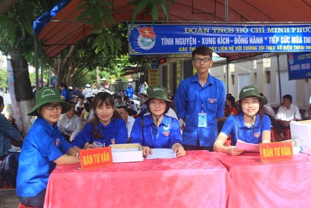 Hàng ngàn thí sinh miền Trung làm thủ tục dự thi THPT Quốc gia 2016 - Ảnh 8
