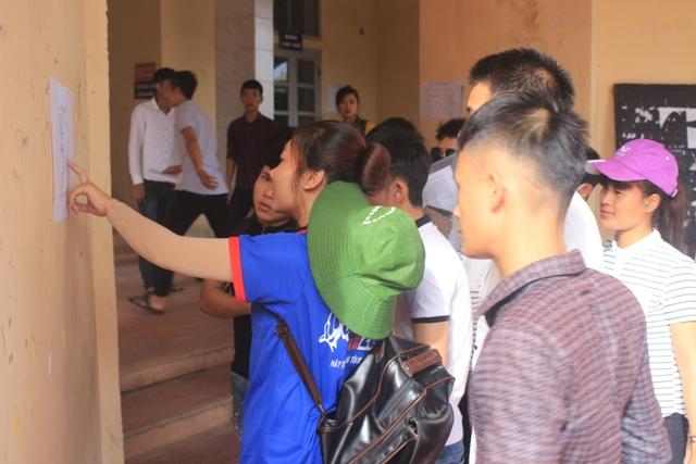 Hàng ngàn thí sinh miền Trung làm thủ tục dự thi THPT Quốc gia 2016 - Ảnh 7