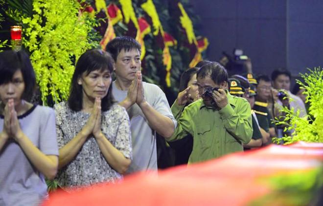 Nước mắt tuôn rơi trong tang lễ phi hành đoàn CASA-212 - Ảnh 5