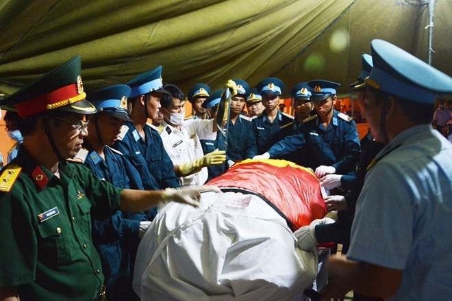 Nước mắt tuôn rơi trong tang lễ phi hành đoàn CASA-212 - Ảnh 29
