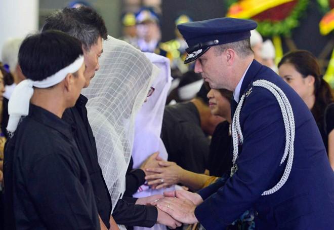 Nước mắt tuôn rơi trong tang lễ phi hành đoàn CASA-212 - Ảnh 7