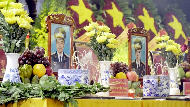 Nước mắt tuôn rơi trong tang lễ phi hành đoàn CASA-212 - Ảnh 13